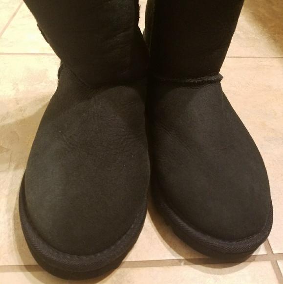 bae89e12800 Classic Short Ugg boots black womens size 5